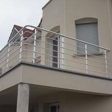 Garde-corps en aluminium avec un remplissage horizontal