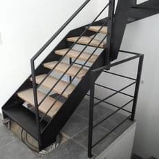 Garde-corps en acier avec un remplissage horizontal